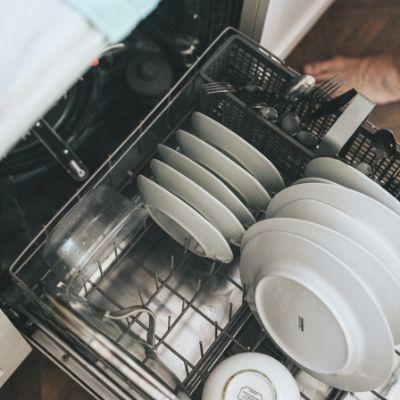 Lave-vaisselle - Home Cleaning Services - société de nettoyage de bureaux